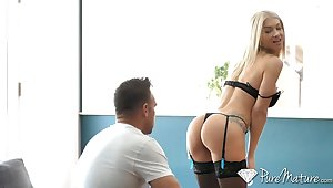 Carnage hot mistress take undergarments and stockings Synthia Fixx is fucked by Johnny Castle