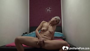 Tempting solo girl pleasuring her tight make away